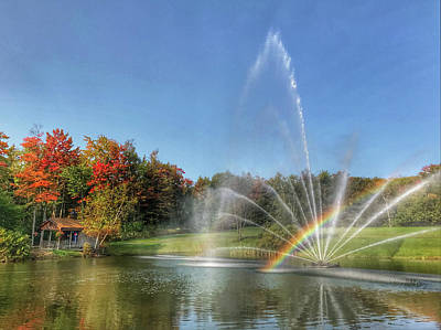 Photograph - Fountain At Tater Hill by Pat Moore