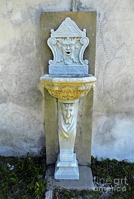 Photograph - Fountain At The Tabby House by D Hackett