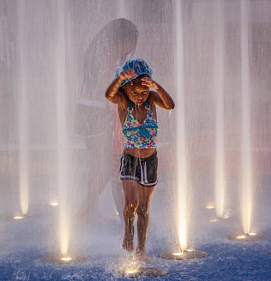 Photograph - Fountain Fun by Gregory Daley  PPSA