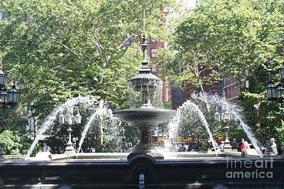 Photograph - Fountain In City Hall Park by John Telfer