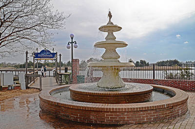 Photograph - Fountain In The Wind by Linda Brown