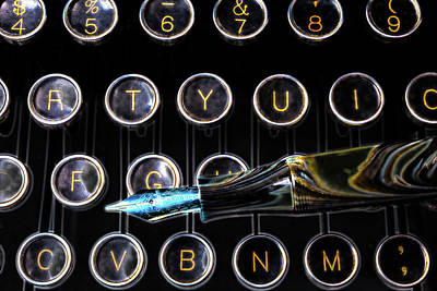 Typewriter Keys Photograph - Fountain Pen On Typewriter Keys by Garry Gay