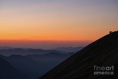 Mount Mazama Photograph - Fremont Lookout Sunset Layers Vision by Mike Reid