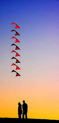 Photograph - Friends With Kites by Peg Runyan