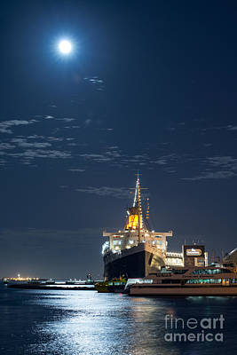 Photograph - Full Moon Over Queen Mary by David Zanzinger