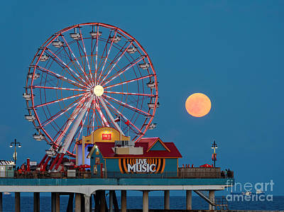 Full Moon Rising Above The Gulf Of Mexico - Historic Pleasure Pier - Galveston Island Texas Art Print