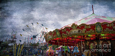 Photograph - Fun At The Carnival by Dorothy Lee