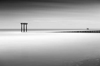Long Exposure Photograph - Garden City Groin I by Ivo Kerssemakers