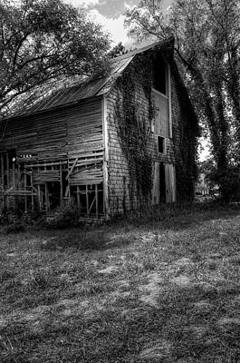 Photograph - Gardner Barn Black And White by Ester Rogers
