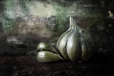 Photograph - Garlic 4 by Michael Arend