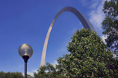 Streetlight Photograph - Gateway Arch - Light Post - Saint Louis by Nikolyn McDonald