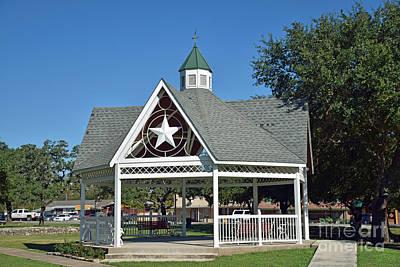 Photograph - Gazebo - Kyle Texas - Town Center by Ray Shrewsberry