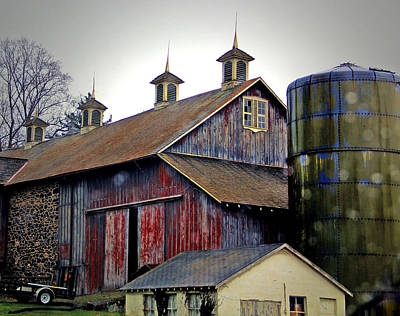 Photograph - Gentle Rain On A Chadds Ford Barn by Susan Hendrich
