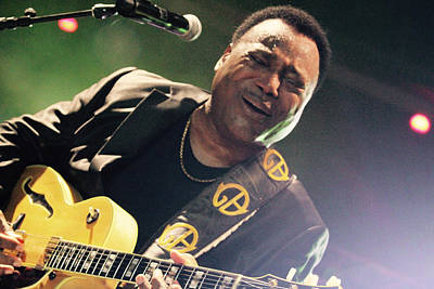 Photograph - George Benson by Jim Clark