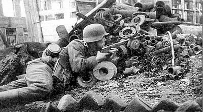 German With Captured Soviet Ppsh Sub Machine Gun Battle Of Stalingrad Number 6 1942 Art Print