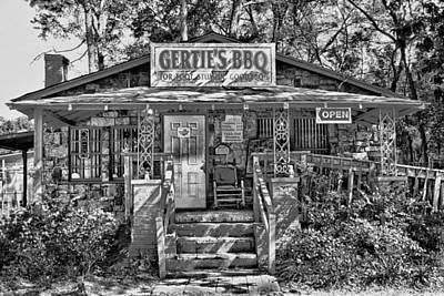 Photograph - Gertie's A Weekend Tradition by Frank Feliciano