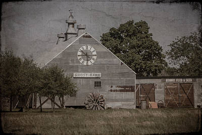 Photograph - Ghost Barn - 2692 by Teresa Wilson