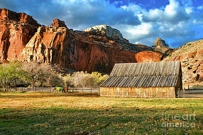 Photograph - Gifford Barn 2 by Roxie Crouch