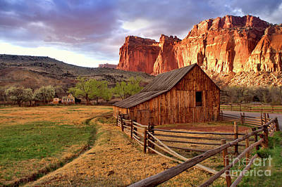 Photograph - Gifford Barn by Roxie Crouch