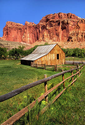 Photograph - Gifford Homestead Barn by Carolyn Derstine
