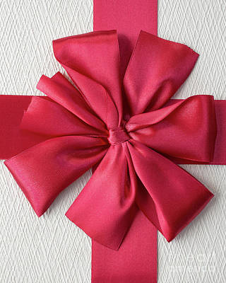 Photograph - Gift Box With Red Bow by Edward Fielding