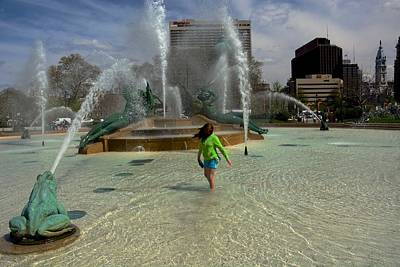 Photograph - Girl In Fountain by Richard Keer