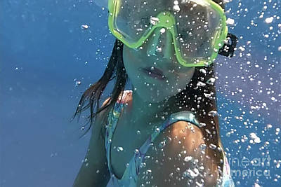 Photograph - Girl Underwater by Joe Lach