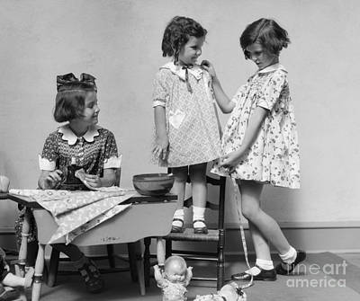 Play Pretend Photograph - Girls Playing Fashion Designers, C.1930s by H. Armstrong Roberts/ClassicStock