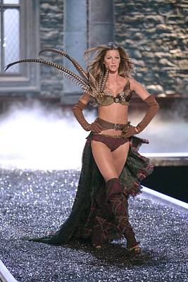 Gisele Bundchen At Fashion Show For The Art Print