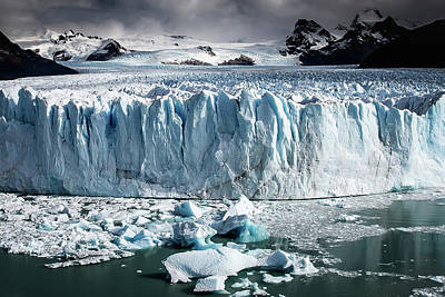 Photograph - Glaciar 003 by Ryan Weddle