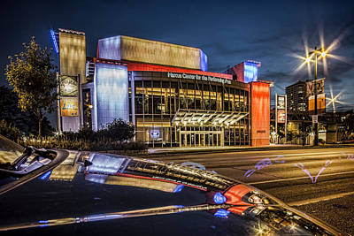 Milwaukee Skyline Photograph - Glamorous Looking Performing Arts Center In Milwaukee With Reflection At Dusk by Sven Brogren