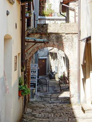 Photograph - Glancing Down An Alleyway Cetona by Dorothy Berry-Lound
