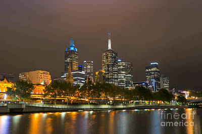 Photograph - Glowing Melbourne by Ray Warren