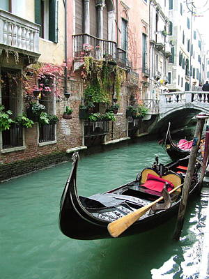 Gondola By The Restaurant Art Print