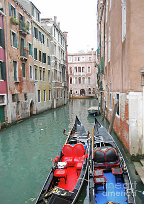 Photograph - Gondola Love by Linda Prewer