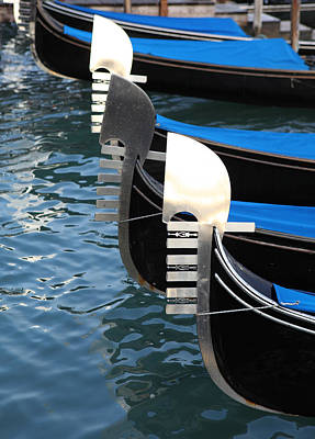 Photograph - Gondola Prows by Paul Cowan