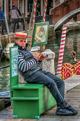 Photograph - Gondolier Venice Italy_dsc4846_03032017 by Greg Kluempers