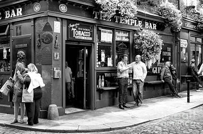 Photograph - Good Times At The Temple Bar by John Rizzuto
