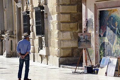 Photograph - Granada Painter On The Plaza by Harvey Barrison