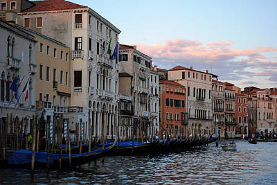 Photograph - Grand Canal Sunset by Robert  Moss