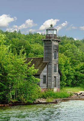 Photograph - Grand Island East Lighthouse, Munising, Mi by Jeff Kurtz