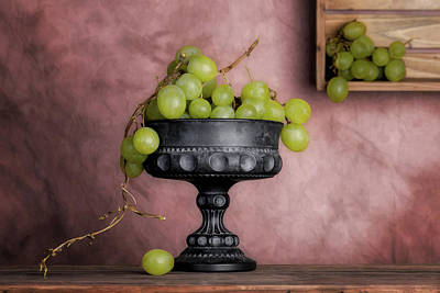 Stem Photograph - Grapes Centerpiece by Tom Mc Nemar