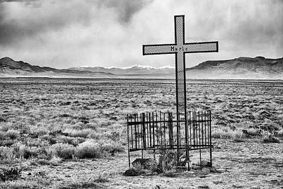 Photograph - Grave On The High Lonesome Plain by Mary Lee Dereske