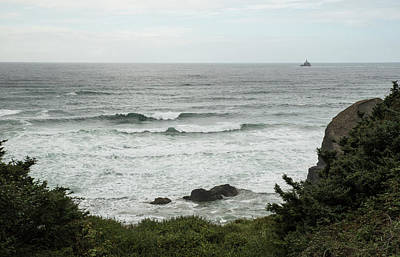 Photograph - Gray Sky Gray Sea And Curling Waves by Tom Cochran