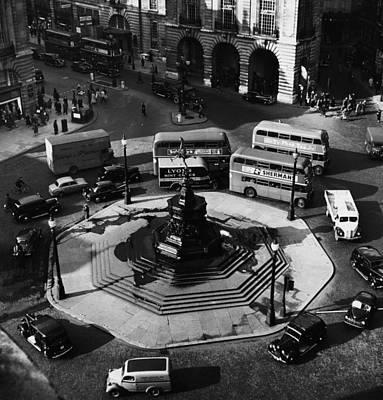 Great Britain. Piccadilly Circus Art Print by Everett