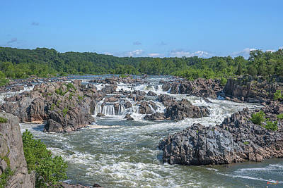 Photograph - Great Falls Of The Potomac River Ds0089 by Gerry Gantt