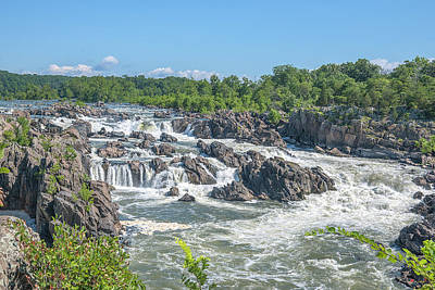 Photograph - Great Falls Of The Potomac River Ds0096 by Gerry Gantt