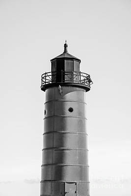 High Quality Images Photograph - Great Lakes Lighthouse Photo Of Milwaukee Pierhead Light  by Paul Velgos