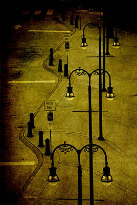Old Bus Stations Photograph - Green Light by Susanne Van Hulst