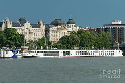 Budapest Hungary Hotels Photograph - Gresham Palace On The Danube River by Bob Phillips
